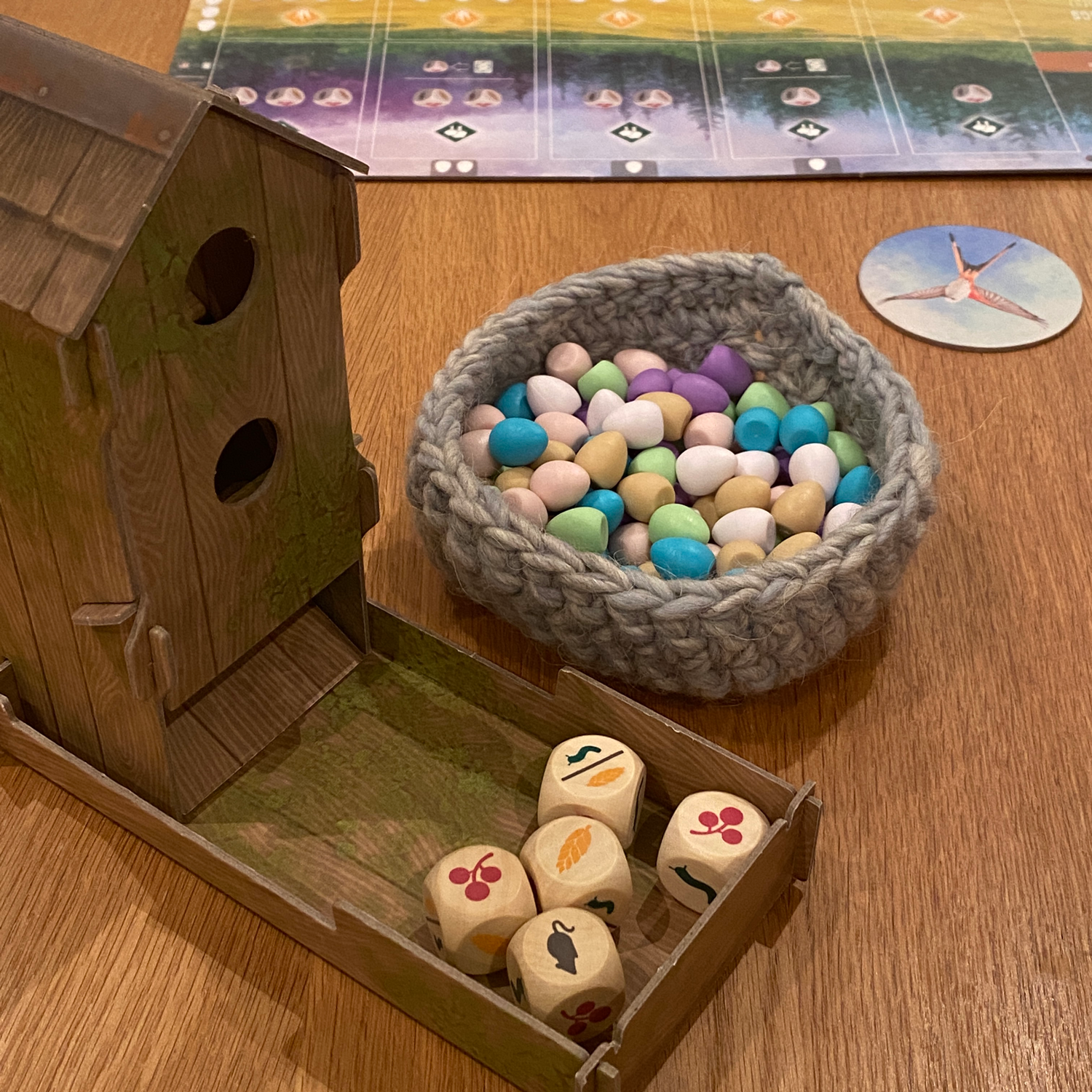 Wingspan-Dice-Tower-and-Eggs